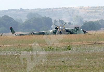 Падналият вертолет Ми-17 СНИМКИ: Евгени Цветков СНИМКА: 24 часа
