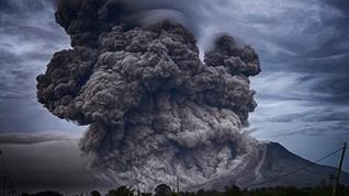 В Индонезия изригна вулканът Сопутан