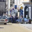 Струпване на доставчици на храна по домовете и офисите озадачи полицаи в центъра на София /ФОТОГАЛЕРИЯ/