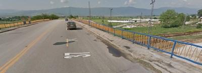 Инцидентът е станал около 19.00 ч. в понеделник, в подходите към надлез до жп-гарата на града  СНИМКА: Гугъл стрийт вю
