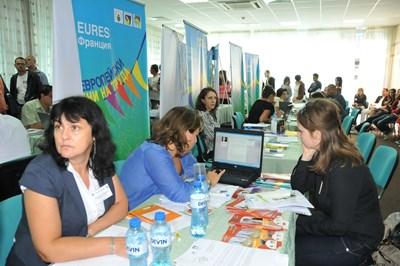 """Борса у нас за желаещи да си намерят работа в чужбина  СНИМКА: """"24 ЧАСА"""""""