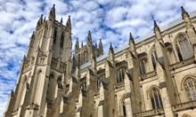 """Какво прави Дарт Вейдър от """"Междузвездни войни"""" върху християнски храм?"""