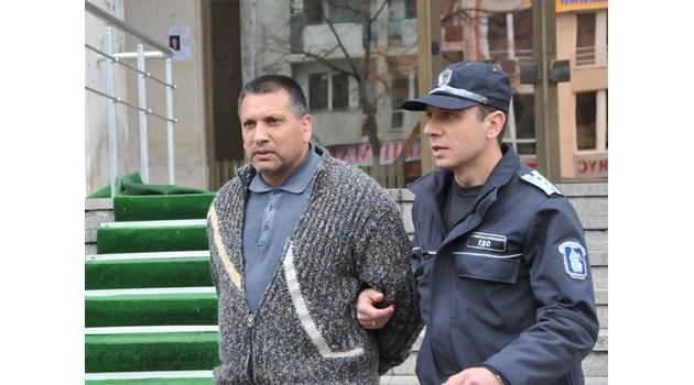 Ето го задържаният в Бургас цигански барон, съден е за трафик на жени