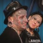 Най-татуираното семейство на Земята пред обектива на една българка