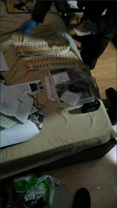 Това са фалшивите банкноти. Снимка: МВР