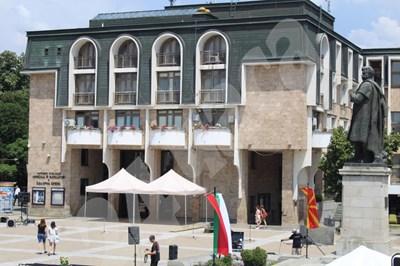 Площадът, на който ще се проведе церемонията  СНИМКИ: Авторката СНИМКА: 24 часа