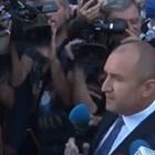 Румен Радев говори пред протестиращите пред президентството