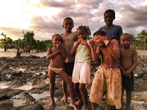 Въпреки трудния си живот децата в Анджимаранго също обичат да се смеят, да се закачат помежду си и да играят на неразбираеми за възрастните игри. Снимки: АВТОРЪТ