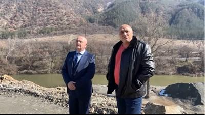 Премиерът Борисов провери строителството на съоръжението. С него беше ген. Мутафчийски.