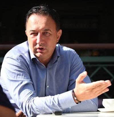 l Роден е през 1962 г. в Пазарджи  l От 2006 до 2014 г. е зам. градски прокурор на София l Защитава докторантура на тема за организираната престъпност в наказателното ни право  l Специализира във ФБР и ДЕА СНИМКА: Николай Литов