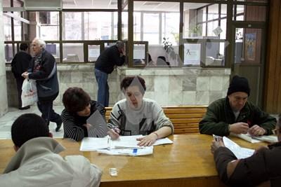 Кандидатите за пенсия ще предоставят документи за стаж преди 1997 г. А след тази дата това ще става автоматично. СНИМКА: 24 часа