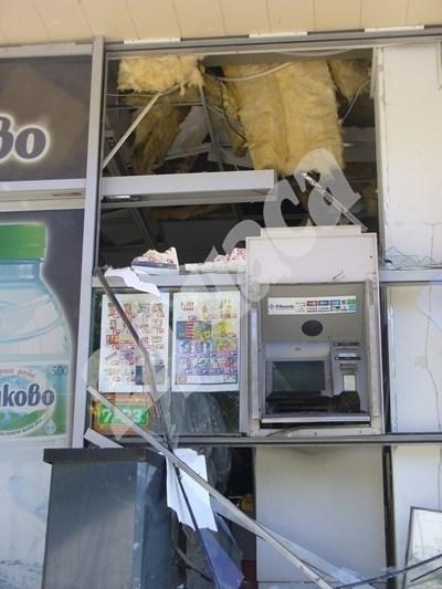 Взривеният банкомат в Стара Загора СНИМКА: Ваньо Стоилов СНИМКА: 24 часа