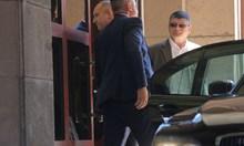 Румен Радев пристигна в президентството, където прокуратурата претърсва кабинети