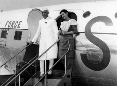 1964 г. Индира Ганди с баща си Джавахархал Неру