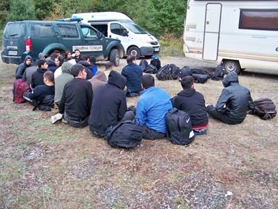 """Незаконни имигранти Снимки: """"Гранична полиция"""""""