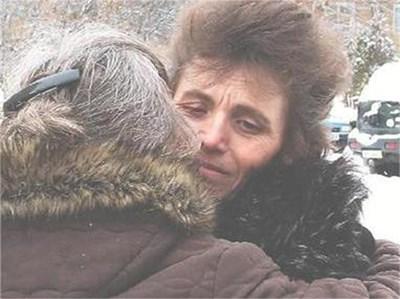 Майката на убитата Мирослава поиска петорна психиатрична експертиза за Марио Любенов. Днес в Перник имаше протести пред полицията заради убийството на момичето. СНИМКА: СВЕТЛАНА СТОИМЕНОВА