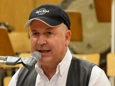 Валди Тотев по време на концерта си в първо студио на БНР през декември 2011 г.
