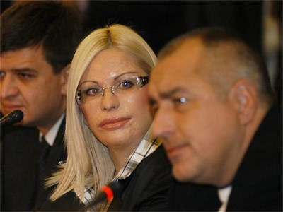 Премиерът Бойко Борисов и изгорената от киселина Мария Станева откриха вчера кръглата маса срещу насилието над българските жени. СНИМКИ: ГЕРГАНА ВУТОВА