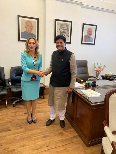 Марияна Николова проведе работна среща в Делхи с министъра на търговията, индустрията и железниците Пиуш Гоял. СНИМКИ: Министерският съвет
