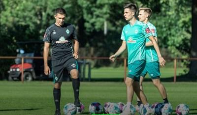 """Илия Груев (вторият от ляво на дясно) по време на тренировката, на която получи травма в глезена.  СНИМКА: ФЕЙСБУК НА """"ВЕРДЕР"""""""
