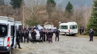 Жандармерия и полиция отново завардиха село Луково СНИМКА: Канал 3