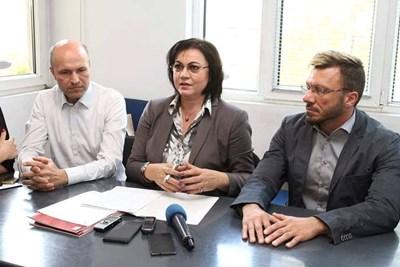 Корнелия Нинова с ръководството на Националната пациентска организация Снимки: БСП