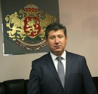 """При медсестрите увеличението на заплатите е най-високо, за да ги задържим в селата, казва кметът на """"Родопи"""" Пламен Спасов"""