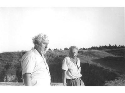 Веселин Андреев с приятеля си Радой Ралин (вляво) на почивка в Созопол, септември 1984 г. СНИМКИ: ЛИЧИН АРХИВ