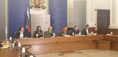 Минималната заплата не бе подкрепена на първата тристранка на социалната министърка Деница Сачева