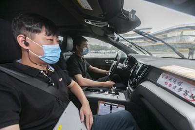 Шанхай започна тестове на автономни автомобили в градския център