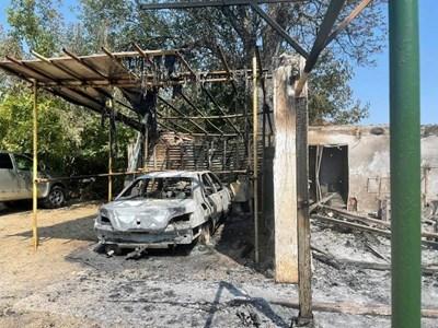 Атакуваният с огън имот е родният дом наТеодора Донкин и семейството й. Снимки от фейсбук профила на адвокатката.