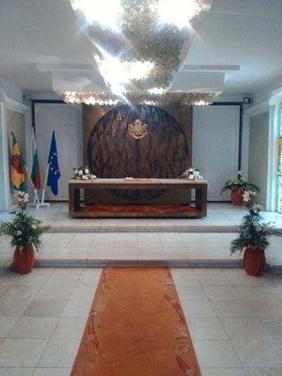 Ремонтирант залата за бракосъчетания в Добрич