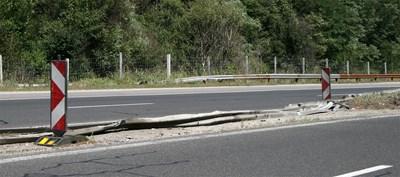 "Паднали мантинели на магистрала ""Хемус"". СНИМКА: Антоанета Пелтекова"