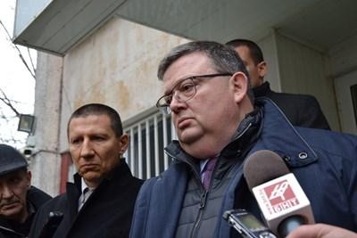 В Кърджали пристигнаха главният прокурор Сотир Цацаров (вдясно) и шефът на националното следствие Борислав Сарафов.