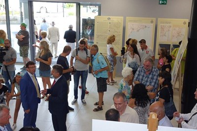 Изложбата предизвика голям интерес сред  местната общественост, посетиха я и много туристи.  СНИМКА: Авторът