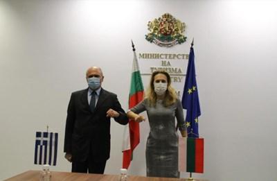 Вицепремиерът и министър на туризма Марияна Николова по време на срещата си с гръцкия посланик у нас Димитриос Хронопулос СНИМКИ: Министерството на туризма