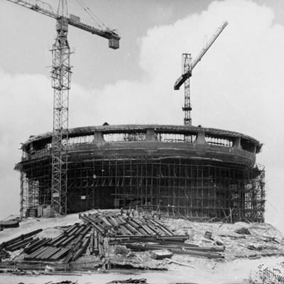 """Строителството на """"чинията"""" продължава от 1973  до 1981 г. Снимка: ЛИЧЕН АРХИВ"""