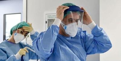 Млади лекари влизат в свищовското отделение за лечение на коронавирус