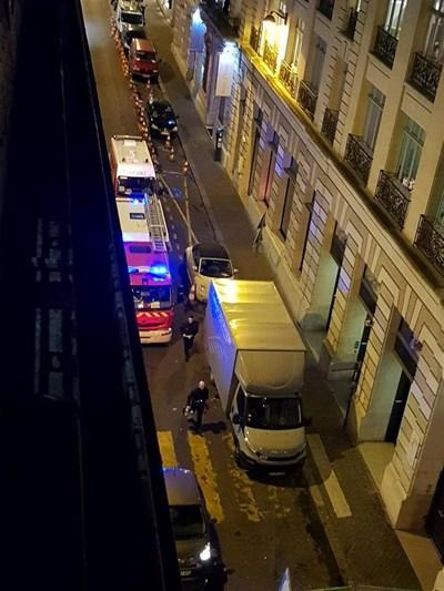 Крадци, въоръжени с брадви, отмъкнаха бижута за милиони от магазин в прочутия парижки хотел Риц (Ritz) Снимки: Ройтерс