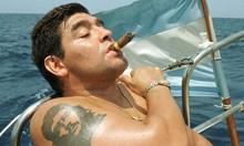 Битката за живота на Марадона. Гениалният аржентинец твърде дълго живя с мисълта, че е недосегаем за дрогата и алкохола