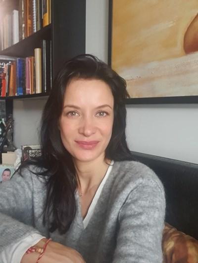 Яна Маринова в дома си СНИМКА: ФЕЙСБУК