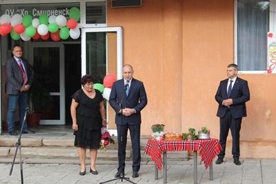 Румен Радев поздрави учениците от пазарджишко училище с новата учебна година.