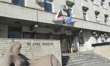 Ексобщински съветник от ДПС в Плевен, карал с бой мъж да яде жива риба, отново на съд