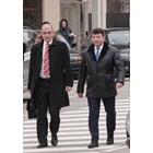 Живко Мартинов (вдясно) с един от адвокатите си - Христо Ботев.