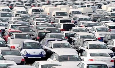 Продажбите на нови автомобили в цяла Европа рязко се увеличават през април тази година в сравнение със същия месец на 2020 г.  СНИМКА: РОЙТЕРС