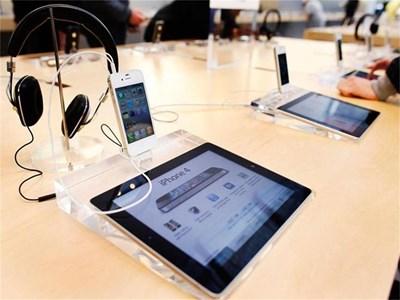 Ново приложение, което може да превърне таблетите й в електронни учебници, пусна Apple. СНИМКИ: РОЙТЕРС