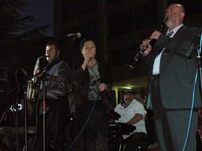 """Иво Папазов-Ибряма и неговият оркестър """"Тракия"""" обикалят света, но по-рядко се изявяват на площада в Стара Загора. СНИМКА: Ваньо Стоилов"""