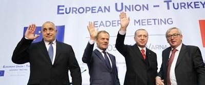 Борисов, Туск, Ердоган и Юнкер след края на пресконференцията във Варна. СНИМКА: Министерски съвет
