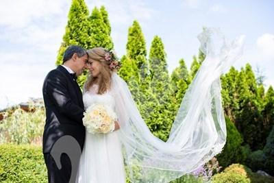 """Сватбената фотосесия на младоженците, предоставена от тях специално на """"24 часа""""."""