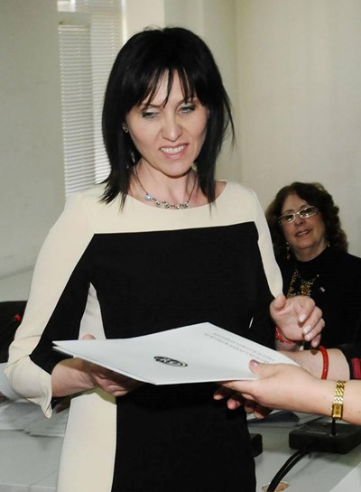 Бойка Атанасова получава наградата си от СБЖ за най-добра медия в чужбина